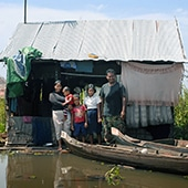 MAIN CASE STUDY FAMILY, MECHREY FLOATING VILLAGE. VIBOL KET WITH NINE MONTH OLD DAVID TUY, TAN TUY, 8, KEO TUY, 11 AND HUSBAND TIN OM, 31,11/10/12. PHOTOGRAPHER CLARE KENDALL.